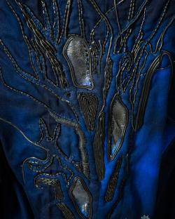 Dé-naturé, Manteau brodé pour homme